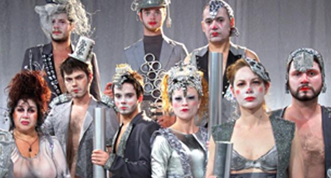 NA MÍDIA: Cabaret Stravaganza Aposta no Visual e no Real