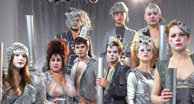 NA MÍDIA: Cia. Satyros Trata do Impacto das Novas Tecnologias em 'Cabaret Stravaganza'