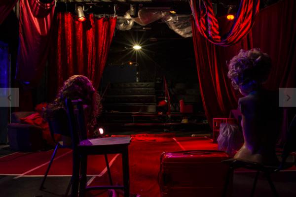 ANÁLISE | Teatros não confiam na reabertura e investem em mais espetáculos virtuais