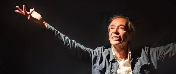 HOMENAGEM PÓSTUMA | Dois meses após sair de cena, ator Roberto Francisco volta aos palcos em novo espetáculo dos Satyros