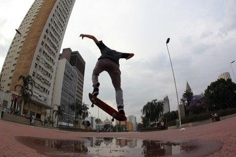 REFLEXÃO DE SETE ANOS   A praça dos skatistas
