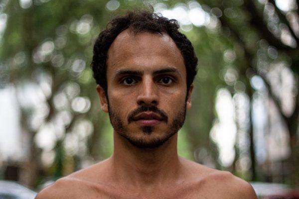 Ricardo Cabral é 1º ator a estrear peça original online na quarentena
