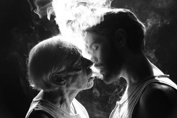 'Uma Canção de Amor' faz ode à poética homoerótica de Jean Genet